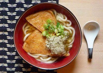 KITSUNE UDON – Udon Nudeln mit frittierten Tofu