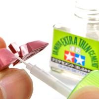 速乾流し込み接着剤の「チョイ塗り」で成型色仕上げがさらに綺麗になる必殺技お届けします。
