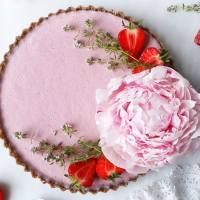 Raw Vegan Strawberry Tart (grain-free)