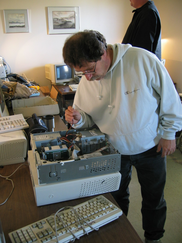 Alan-Young-Fixing-Computer-2004-ver-2