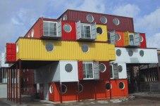 কন্টেইনারে তৈরি একটা শহর যেন... (ছবি: KeithMander.com)
