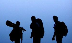 আকাশে হেলান দেয়া তিন রকস্টার, বাঁ থেকে বিকাশ, কামরুল, নাকিব (ছবি: লেখক)