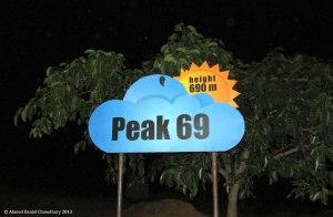 বাংলাদেশের সর্বোচ্চ সড়ক - Peak 69-এ গাড়ি থামিয়ে কার্বুরেটরে পানি দেয়ার দরকার পড়লো। (ছবি: দানিয়েল)