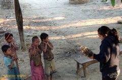 তিন্দু পাড়ার সন্তানদের সাথে দিবারাহ'র খেলাধুলা গতকাল থেকেই এরকম! (ছবি: লেখক)