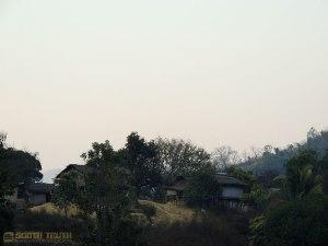 অনুচ্চ পাহাড়ের উপর ছোট পাড়া - ঔলাওয়া পাড়া (ছবি: লেখক)