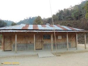 ঔলাওয়া পাড়া প্রাথমিক বিদ্যালয় - এরই ডানদিকের ঘরটায় আমাদের রাত্রিযাপন (ছবি: লেখক)
