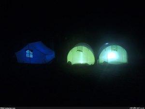 প্রবাল দ্বীপে তাঁবুর সারি - রাত্রি যাপনে প্রস্তুত হেকটিক দল (ছবি: নিশাচর)