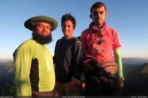 যোগী হাফং-এর চূড়ায় ভ্রমণ বাংলাদেশ দল (ছবি: লাল তুয়াই)