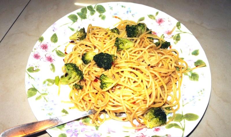 Delicious aglio olio spaghetti