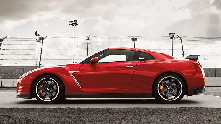 2015 nissan gt-r side view