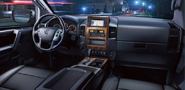 2017 Nissan Titan interior