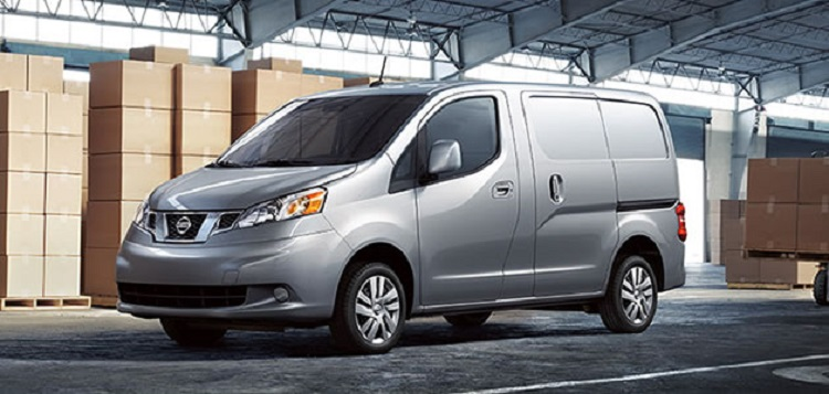 2015 Nissan NV200 front view
