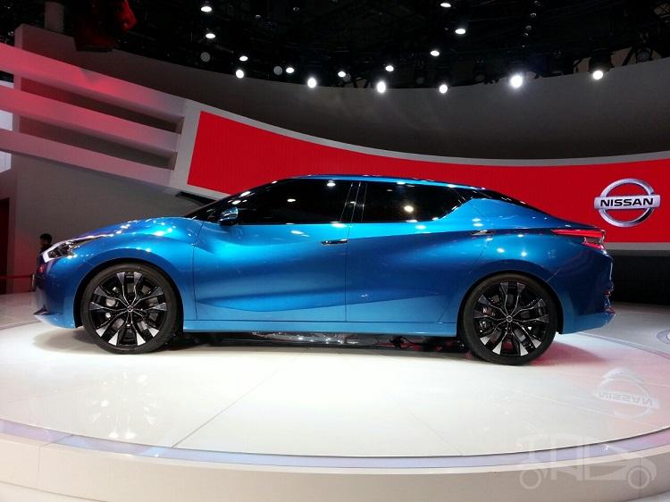 2016 Nissan Lannia side view
