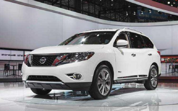 2017 Nissan Pathfinder front view