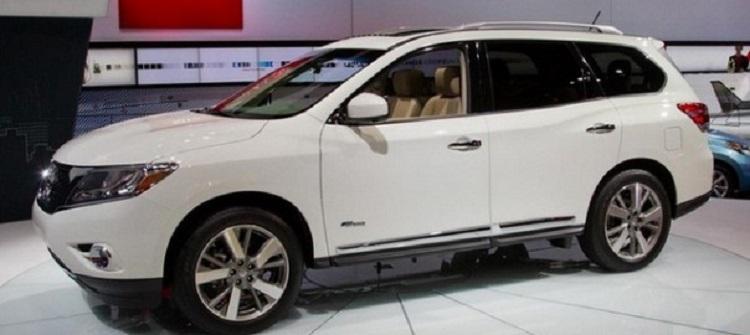2017 Nissan Pathfinder side view