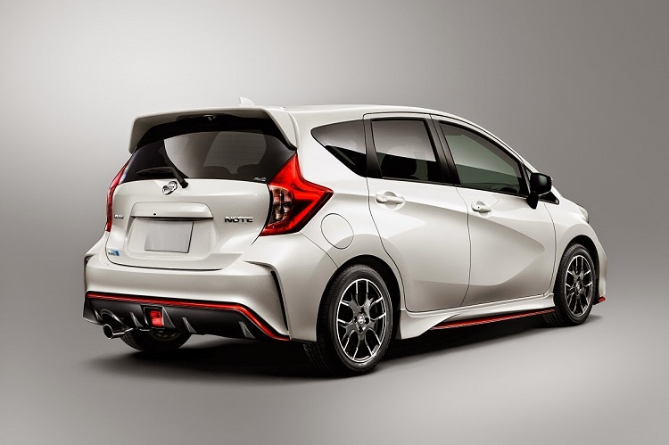 2015 Nissan Note Nismo rear view