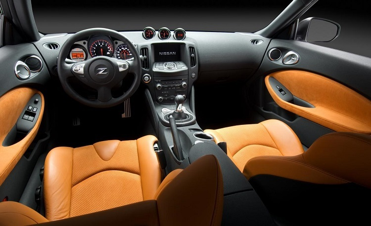 2018 Nissan Z interior