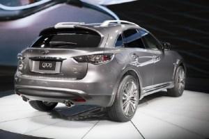 2017 Infiniti QX70 Limited rear view