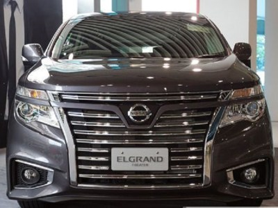 2016 Nissan Elgrand front view