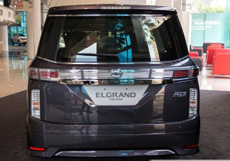 2016 Nissan Elgrand rear view