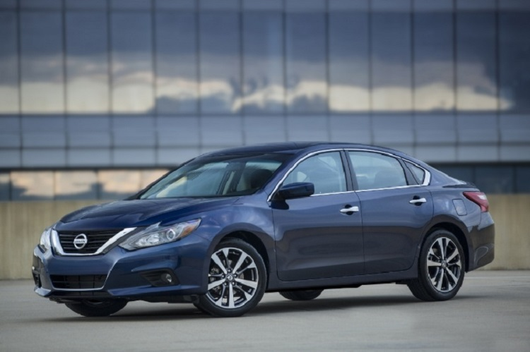 2017 Nissan Teana front view