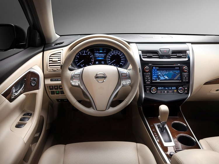 2017 Nissan Teana interior
