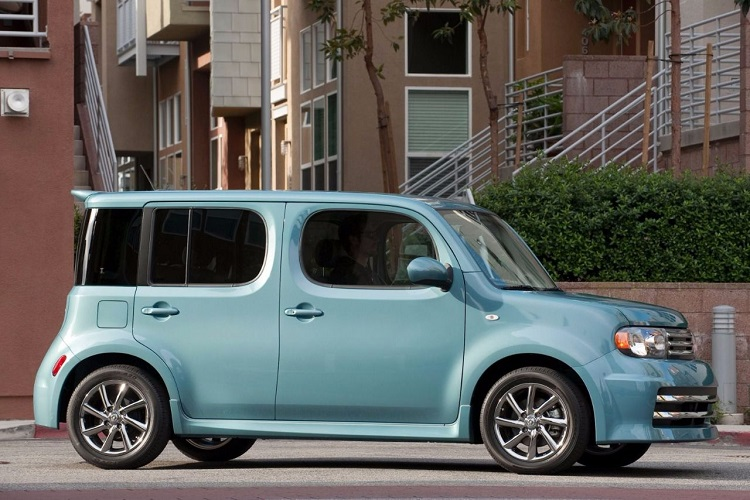 2018 Nissan Cube side view