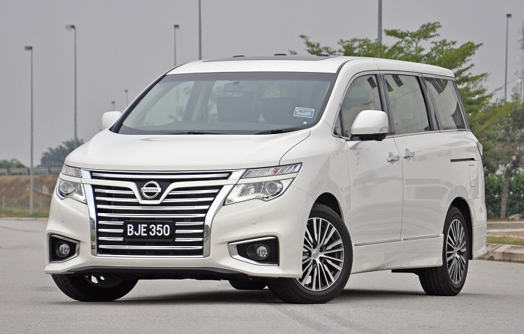 2018 Nissan Elgrand front view