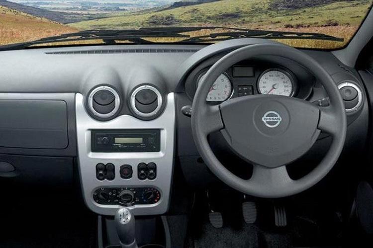 Nissan NP200 interior
