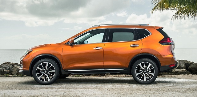 2019 Nissan Rogue side view