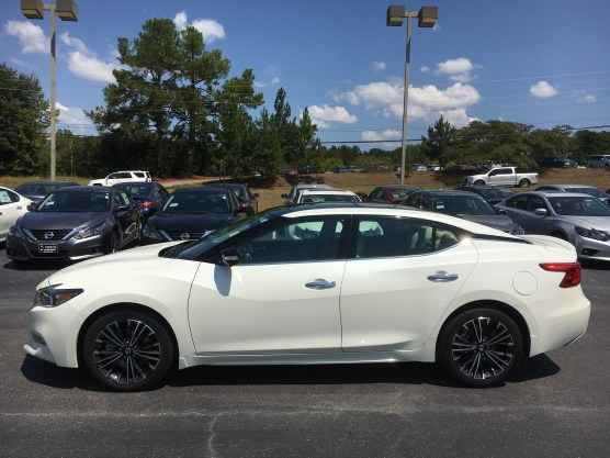 17-maxima-platinum-medallion-pearl-white-cashmere-leather-nissan-of-lagrange-atlanta-auburn-columbus-newnan-9