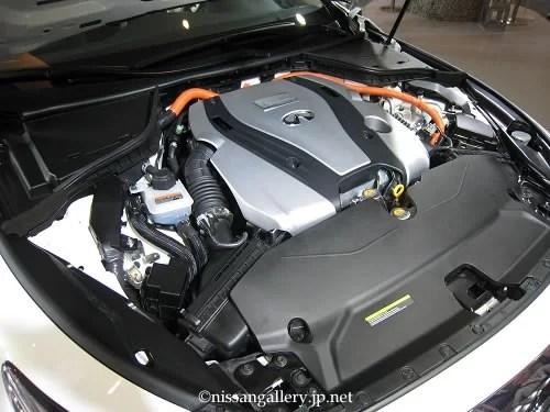 インフィニティQ50 北米仕様車 ハイブリッドのエンジンルーム
