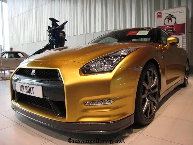 ゴールドのGT-R フロント