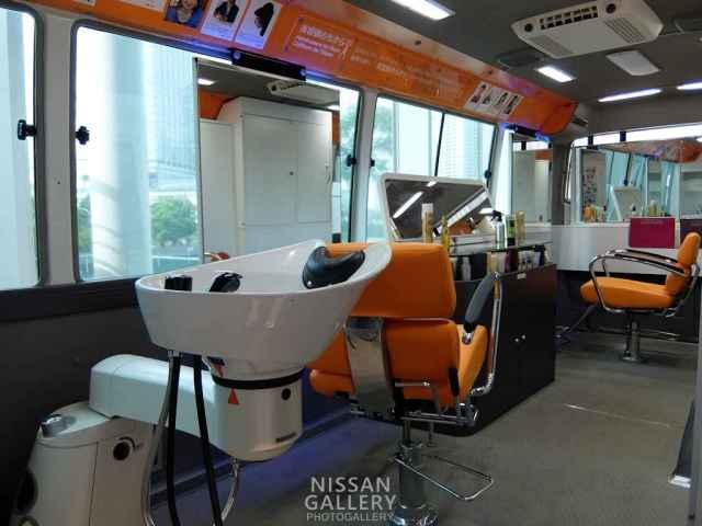 移動式美容室「ビューティーバス」