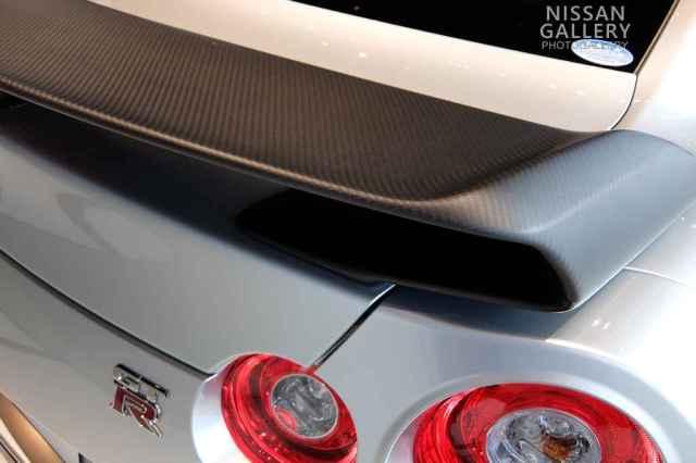 GT-R カーボン製リアスポイラー