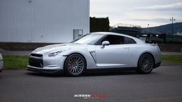 Nissan GTR with sexy wheels