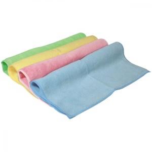 Die Abbildung zeigt Mikrofasertücher in vier Farben: grün, gelb, rosa und blau.