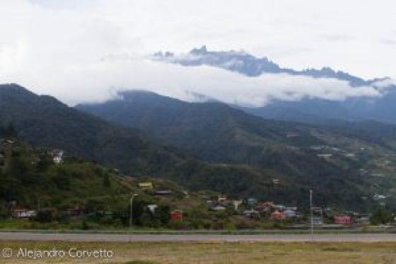 El Monte Kinabalu y sus 4096. Nieves eternas sobre el ecuador.