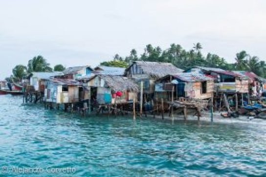 Villa de pescadores sobre el agua en Mabul