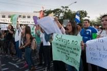 """Muchos jóvenes exigían al Gobierno movilización para las zonas afectadas de la Reserva. """"Traigan los camiones, nosotros mismos vamos a apagar el fuego"""", repetían. Carlos Herrera. Niú"""