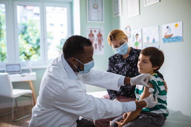 Vacunar a los niños