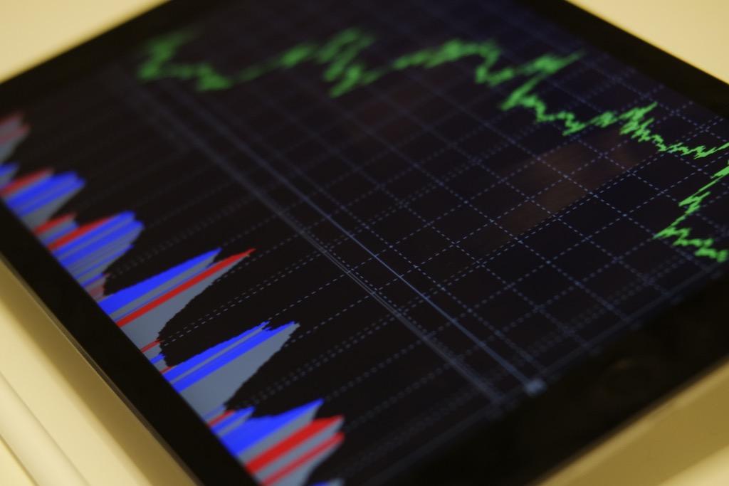 gráficas mostradas en acercamiento a pantalla, la monitorización diaria es trabajo de un community manager, que después reporta al social media manager