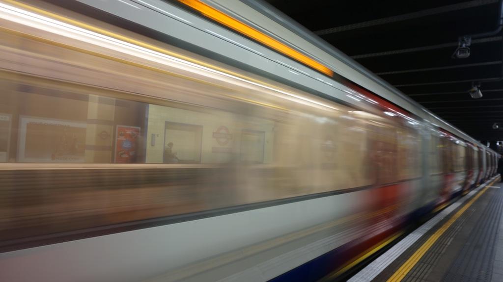 tren a toda velocidad; algo que ha caracterizado a google search desde sus inicios es la velocidad con que encuentra y muestra resultados