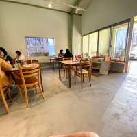 コクバンカフェ ⇒ 黒板製造工場を建て替えたシェアオフィス内の喫茶店