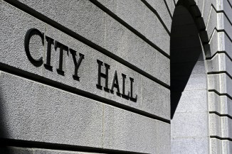 Picture of city hall.