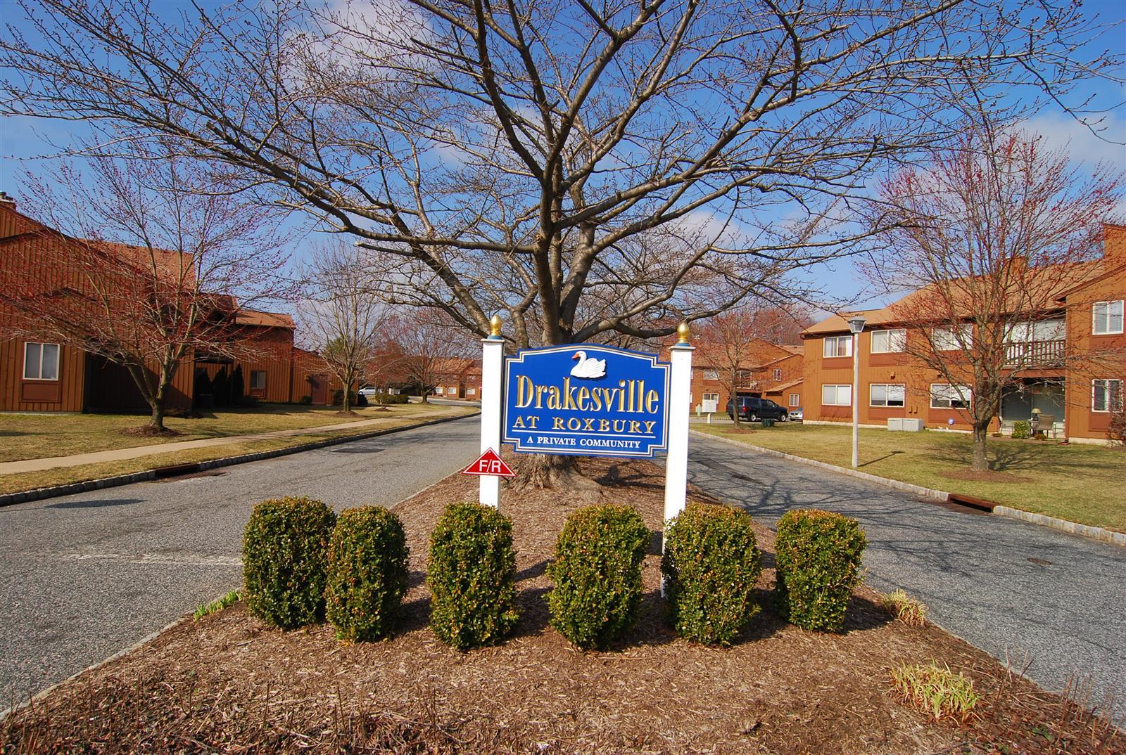 Morris Drakesville Condos Exterior