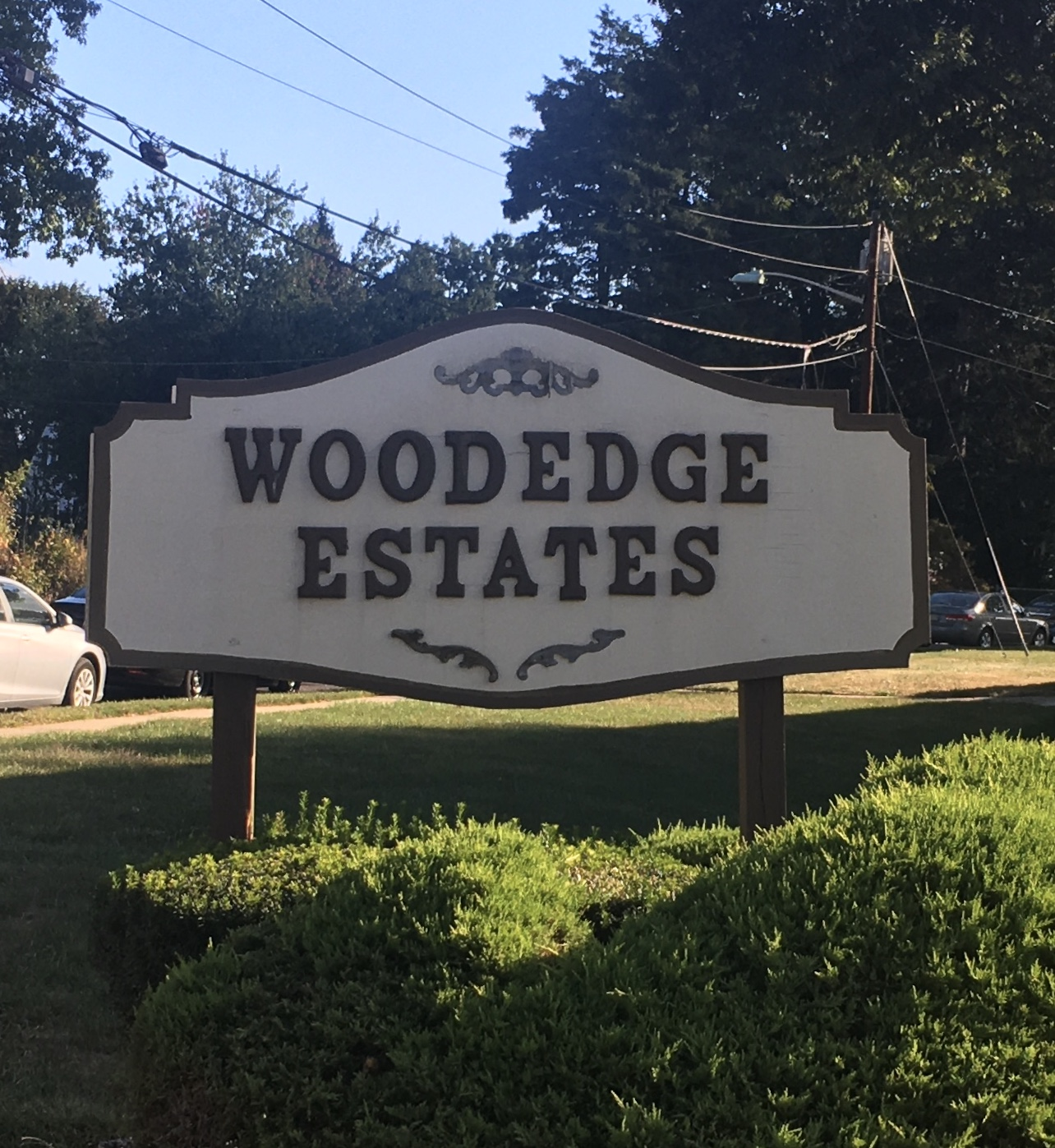 Woodedge Condos Edison Sign