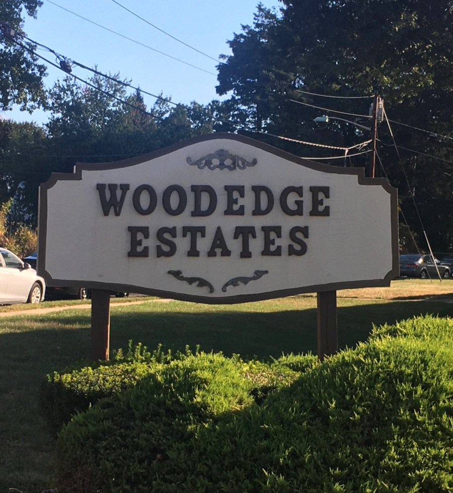Woodedge Condos Edison Sign
