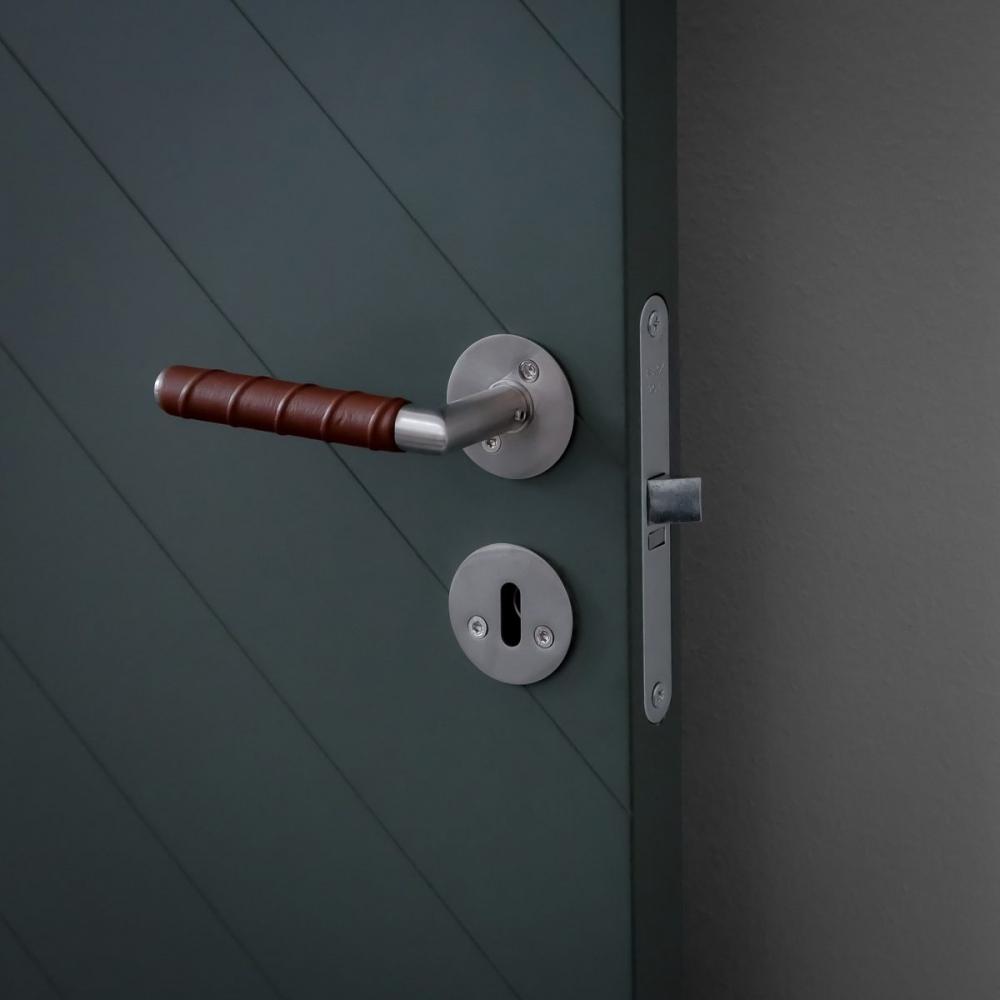dörrhandtag-kastrup-04-läder-brun-beslag-design-njord
