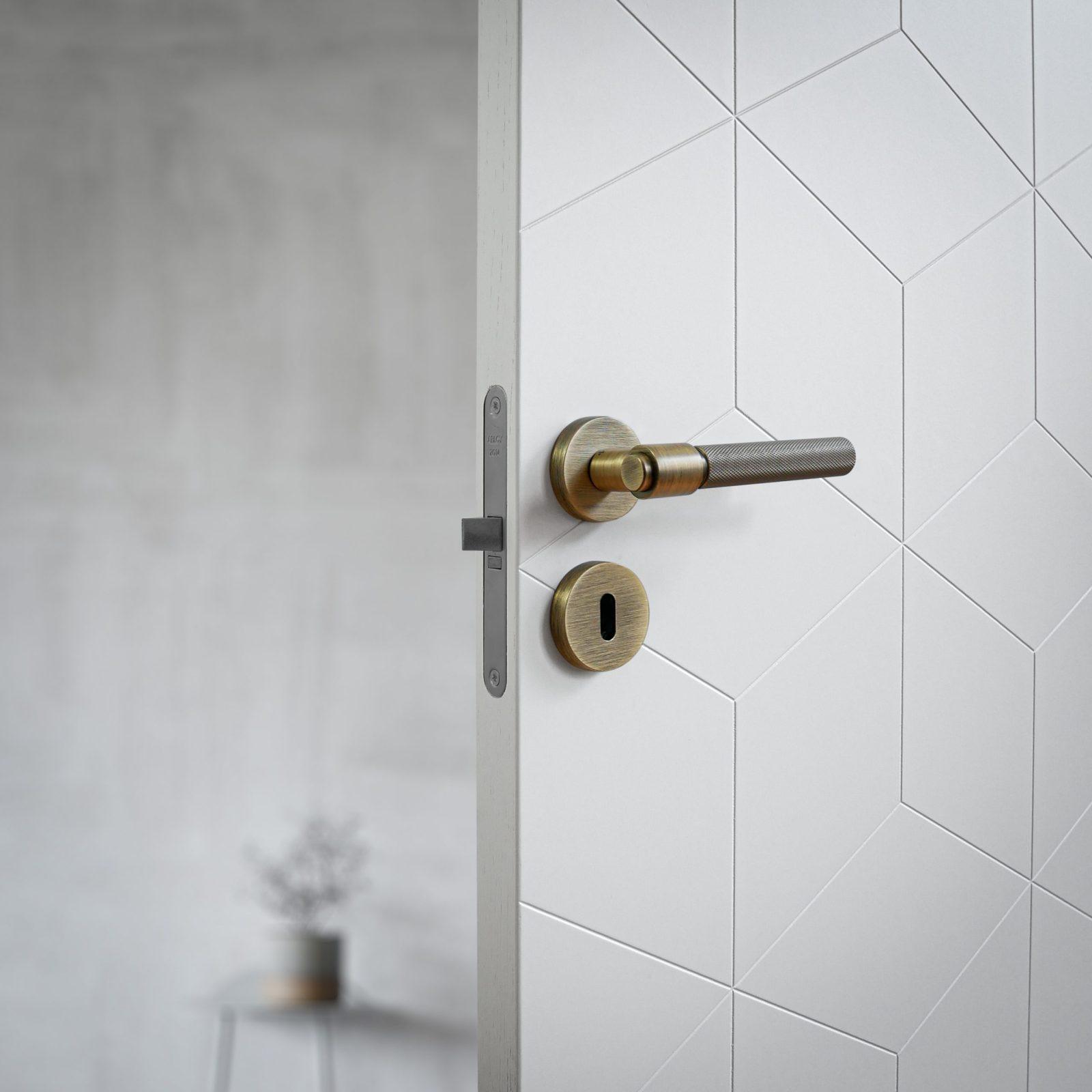 dörrhandtag-helix-200-antik-brons-beslag-design